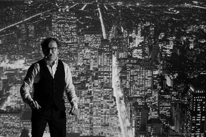 Roberto Carlone nello spettacolo Gli occhi di Vivian Maier